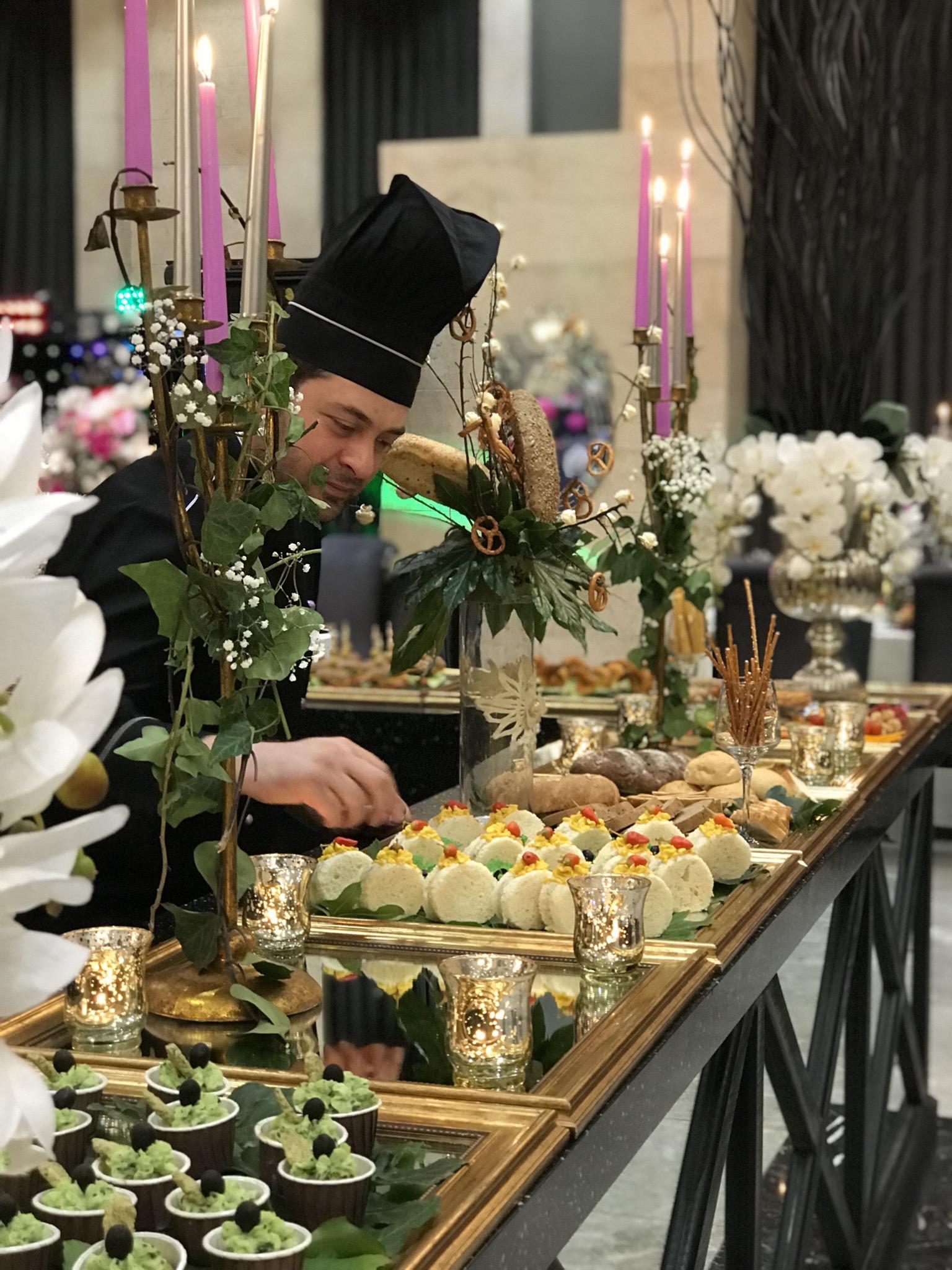 تالارو رستوران اینه کوه سر در مشهد